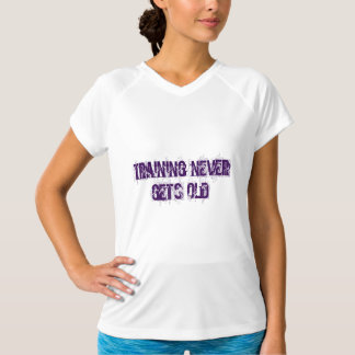 Die Ausbildung erhält nie alten T - Shirt