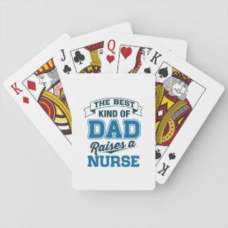 Die beste Art des Vatis hebt eine Krankenschwester Spielkarten