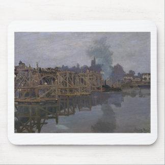 Die Brücke unter Reparatur durch Claude Monet Mauspad