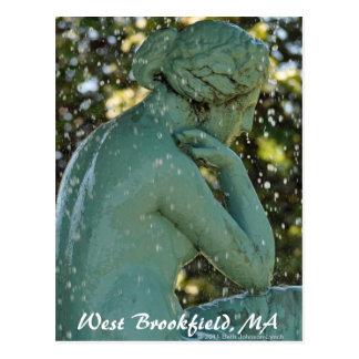 Die Dame in der Brunnen WestBrookfield Postkarte