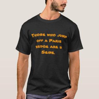Die, die weg von einer Paris-Brücke springen, sind T-Shirt