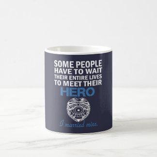 Die Ehefrau des Polizei-Offiziers Kaffeetasse