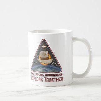 Die fedora-Chroniken erforschen zusammen Kaffeetasse