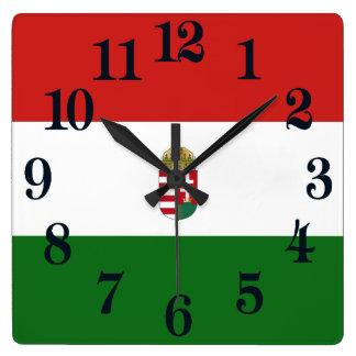 Die Flagge von Ungarn Quadratische Wanduhr