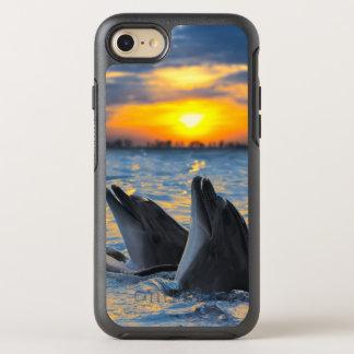 Die Flasche-gerochenen Delphine im OtterBox Symmetry iPhone 8/7 Hülle