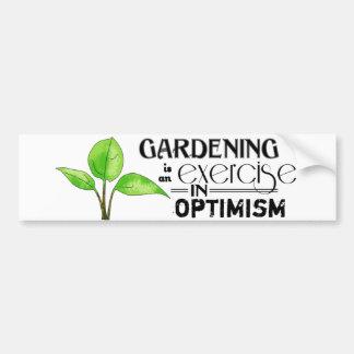 Die Gartenarbeit ist eine Übung im Optimismus Autoaufkleber
