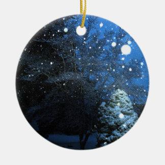 Die Geschichten-Feiertags-Verzierung des Winters Rundes Keramik Ornament
