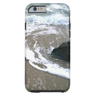 Die Gezeiten, die sich an Land über den Felsen Tough iPhone 6 Hülle
