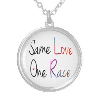 Die gleiche Liebe, eine Rennen-Halskette Versilberte Kette