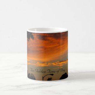 Die goldene Uhrzeit-Kaffee-Tasse Kaffeetasse