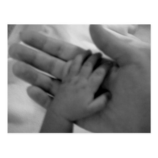 die Hand des Babys Postkarte