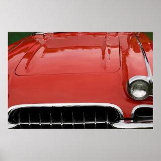 die Haube eines klassischen roten Sportautos Plakatdrucke