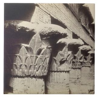 Die Hauptstädte des Portico, Tempel von Khnum, Fliese