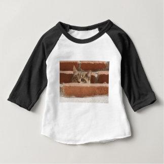 Die Katzenaugen-Aufmerksamkeits-Wildkatze Baby T-shirt
