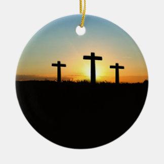 Die Kreuzigungs-Kreuze am Sonnenuntergang Keramik Ornament