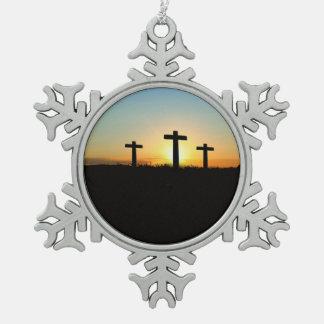 Die Kreuzigungs-Kreuze am Sonnenuntergang Schneeflocken Zinn-Ornament