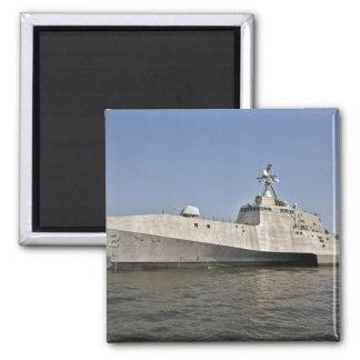 Die Küstenkampfschiff Unabhängigkeit laufend Quadratischer Magnet