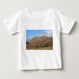 Die Langdale Spiesse, englischer See-Bezirk Baby T-shirt
