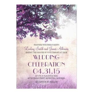 Die lila alten wedding Eichenbaum- u -Liebevögel Ankündigungskarte