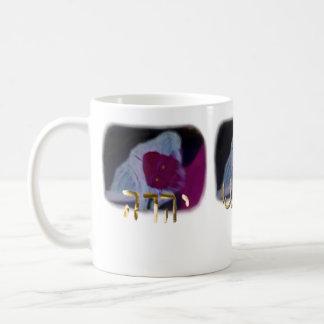Die Lords Name, bewegt er Durchlauf vorbei Kaffeetasse
