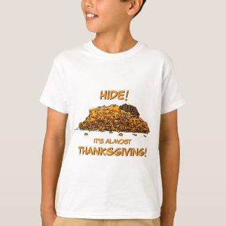 Die lustige Türkei, die im Blätter-Erntedank sich T-Shirt