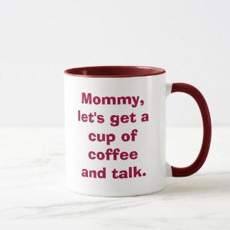 Die Mama, gelassen uns erhalten eine Schale Kaffee Tasse