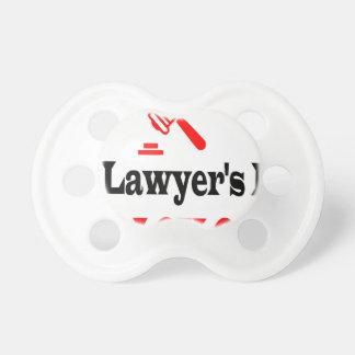 Die Mamma des Rechtsanwalts Schnuller