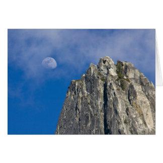 Die Mondaufstiege und -Glanz durch die Wolken Karte