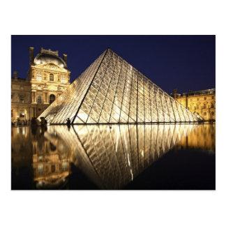 Die Nachtansicht der Glaspyramide von Musee DU Postkarte