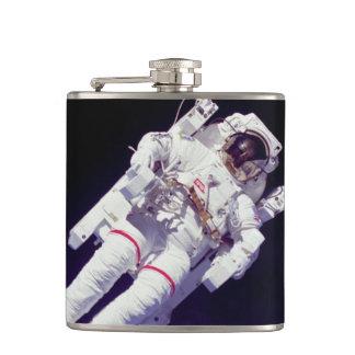 Die NASA-Astronaut Jetpack Spacewalk-Erdbahn-Foto Flachmann