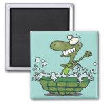 die niedliche Schildkröte, die in seiner Muschelwa Kühlschrankmagnete