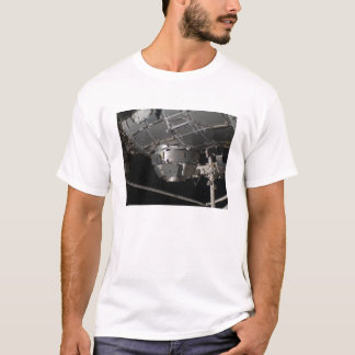 Die Ruhe n der internationalen Weltraumstation T-Shirt