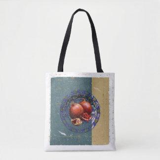 Die schöne Kunst des Granatapfels in der antiken Tasche