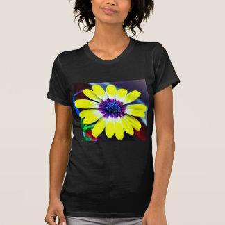 Die Schönheit von Gelbem und von Lila T-Shirt