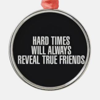 Die schweren Zeiten decken immer wahre Freunde auf Silbernes Ornament