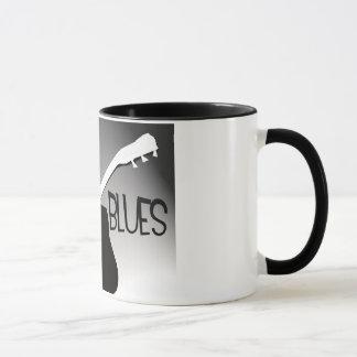 Die Silhouette des Bluesspielers mit einem Tasse