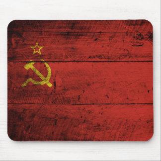 Die Sowjetunions-Flagge auf altem hölzernem Korn Mauspad