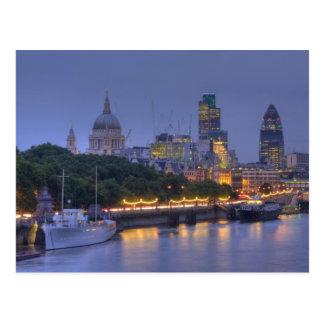 Die Stadt von London an der Dämmerung Postkarte