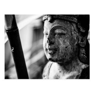 Die Statue und die Schnecke-Fotopostkarte Postkarte