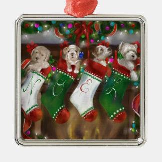 Die Strümpfe wurden gehangen Quadratisches Silberfarbenes Ornament