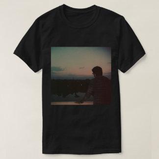 Die T - Shirts der Männer mit einem Bild von