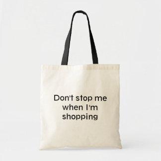 Die Tasche des beschäftigten Käufers