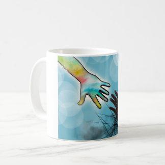 - Die Tasse heraus erreichen