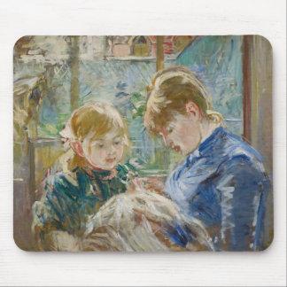 Die Tochter des Künstlers, Julie, mit ihrem Kinder Mousepad