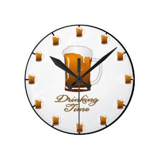 """Die """"trinkende Zeit-"""" Bier-Uhr Runde Wanduhr"""