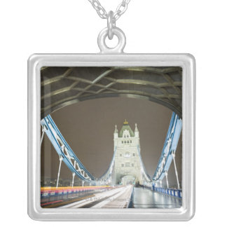 Die Turm-Brücke und Themse an der Dämmerung Versilberte Kette