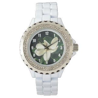 Die Uhr der weichen Magnolien-Blüten-Frauen
