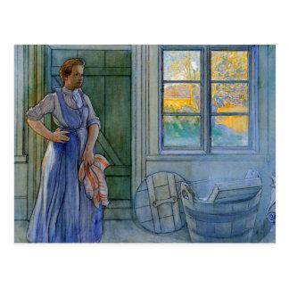 Die Wäscherei-Frau, die Waschbrett betrachtet Postkarte
