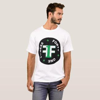 Die weiße Fitness vierzig der Männer ein Shirt