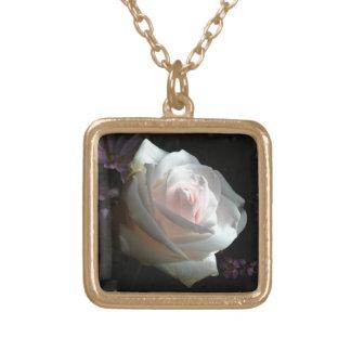 Die weiße Rose - Vergoldete Kette